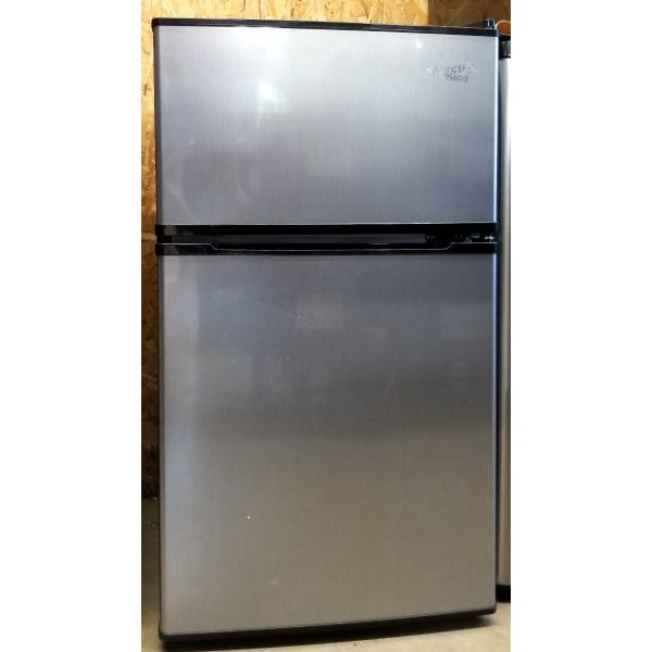 Arctic King 3.2 cf Compact Fridge w/ Freezer, Stainless ATMP032AES FF90147