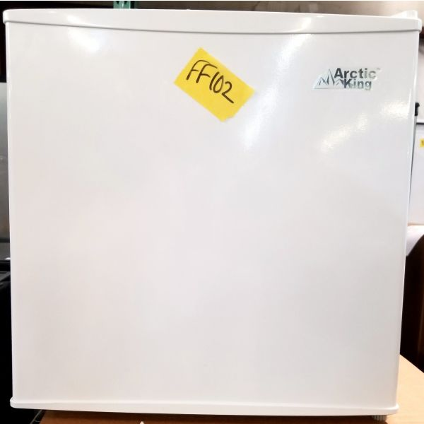 Arctic King 1.1 cu ft White Dorm Room Freezer AUFM011AEW FF102