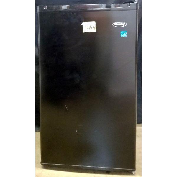 Danby 3.2 CF Compact Refrigerator Energy Star with Freezer DCR032C1BDB HA28