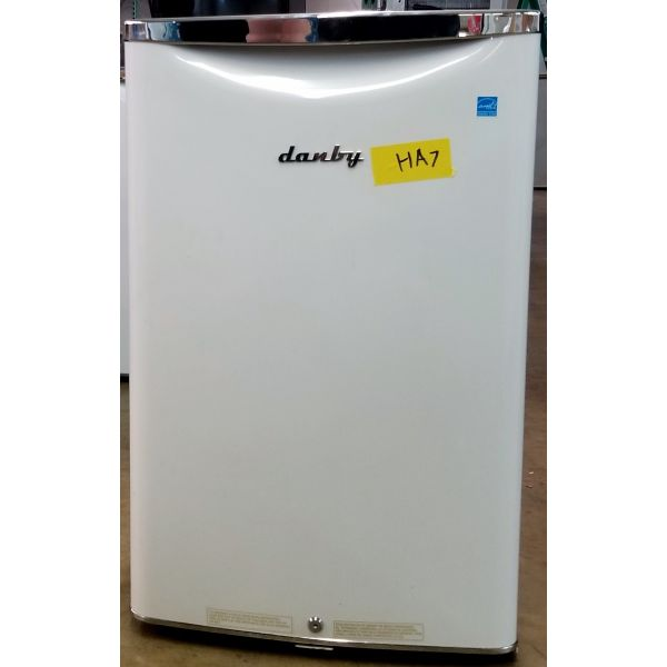 Danby Retro Style 4.4 CF Compact All Refrigerator White DAR044A6PDB HA7