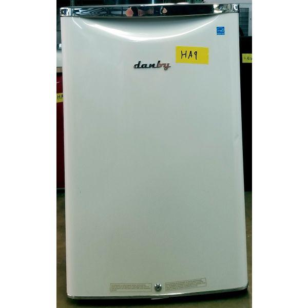 Danby Retro Style 4.4 CF Compact All Refrigerator White DAR044A6PDB HA9